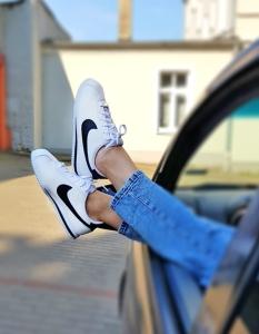 białe oryginalne damskie buty tanio nike