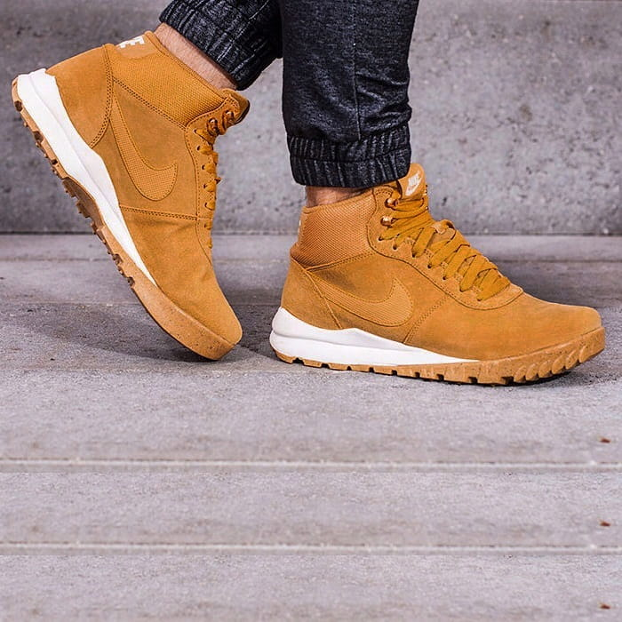 Zimowe buty męskie NIKE HOODLAND SUEDE (654888 727)